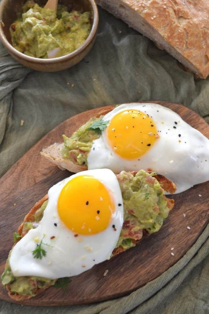 AMAZING GUACAMOLE AND EGG TOAST