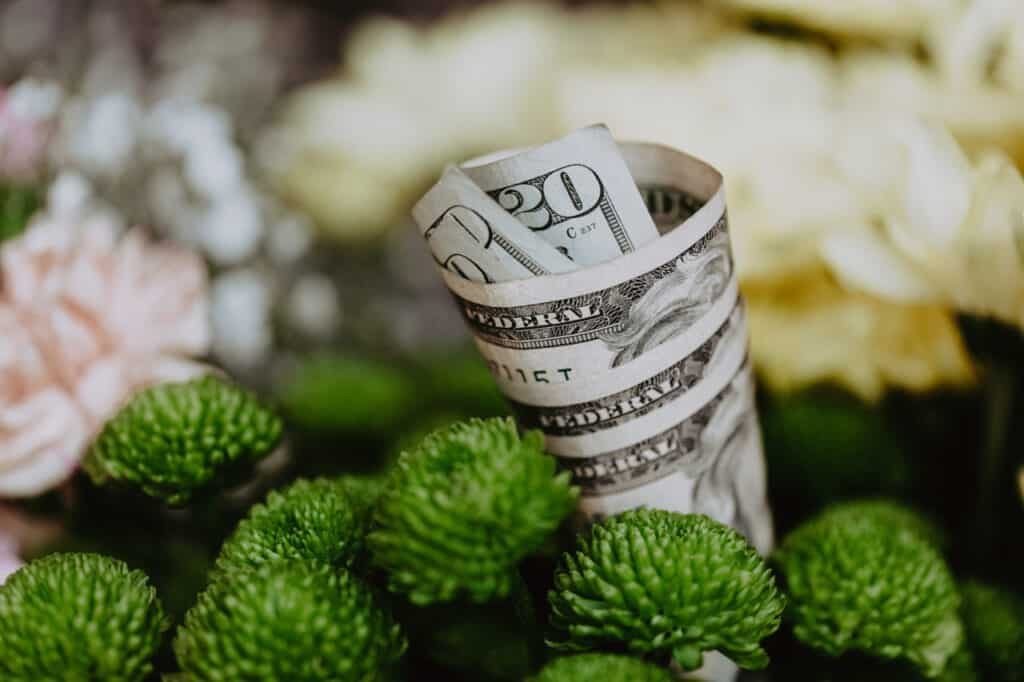 11 EASY MONEY SAVING TIPS FOR A RICH FRUGAL LIFE