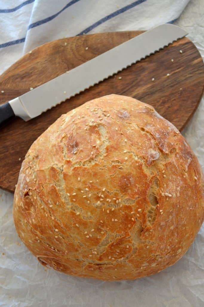 EASY DUTCH OVEN BREAD (NO-KNEAD BREAD)